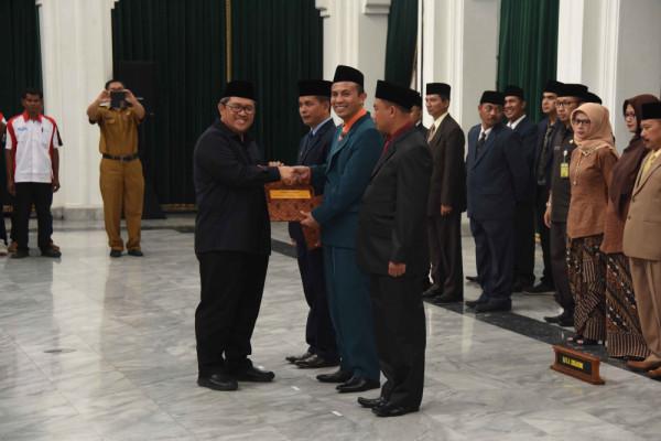 Gubernur Jabar lantik anggota BPSK dari tiga kabupaten/kota