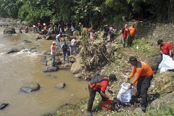 Tiga sungai di Garut tercemar limbah kulit