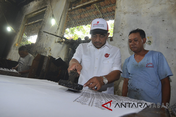 Cawagub Asyik Kunjungi Sentra Batik