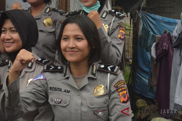 Dua Polwan Cianjur ikut Kartini Run 2018