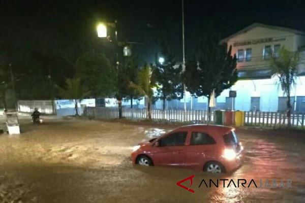 Kebanjiran, ratusan KK Cianjur dievakuasi