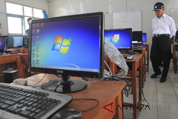 Sekolah di Cirebon UNBK pakai modem