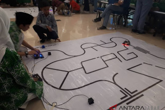 Seratusan pelajar ikuti game robotik