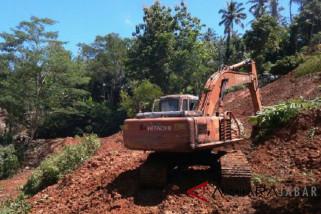 Kementerian turunkan alat berat buka jalur Cianjur-Bandung