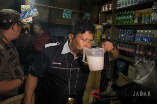 SatpolPP Kota  Bandung sita 367 botol miras