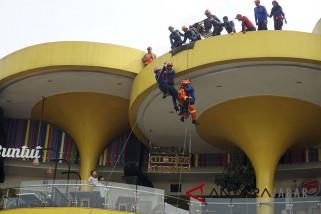 Simulasi Penanganan Bencana Pusat Perbelanjaan