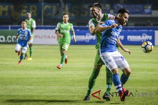 Persib melawan Bhayangkara FC