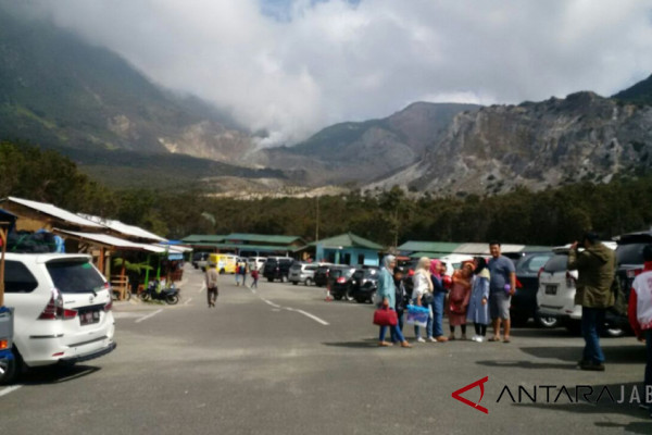Telkomsel pasang mini tower di Gunung Papandayan