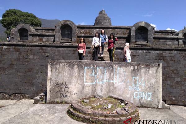 Candi Borobudur mini menjadi destinasi baru Cianjur