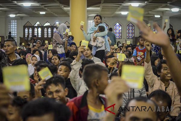 3.000 mustahik terima zakat Masjid Raya Bandung