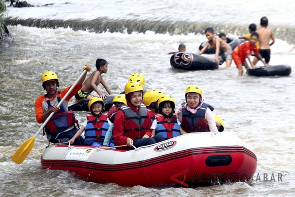 Wisata rafting sungai Ciliwung