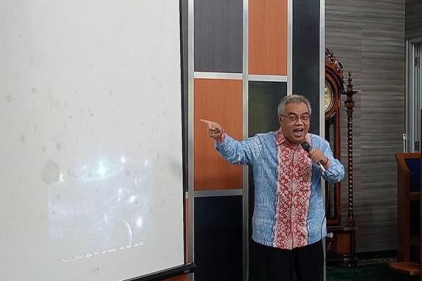 Yan Yan Sunarya doktor batik sunda pertama dari ITB