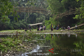 Jembatan gantung roboh