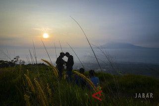 Wisata alam bukit Alesano