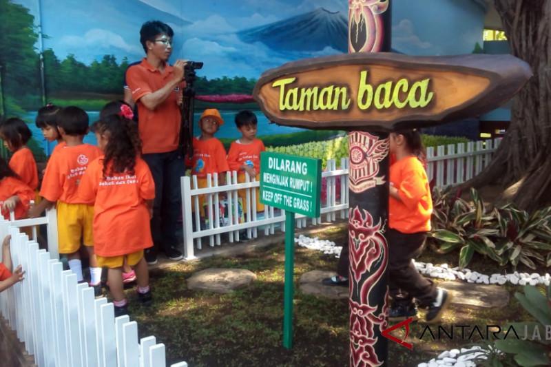 Mapolresta Cirebon dilengkapi taman baca