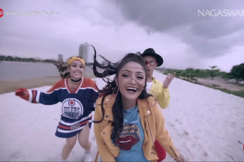 "Lagu ""Lagi Syantik"" Siti Badriah raih penghargaan MURI"