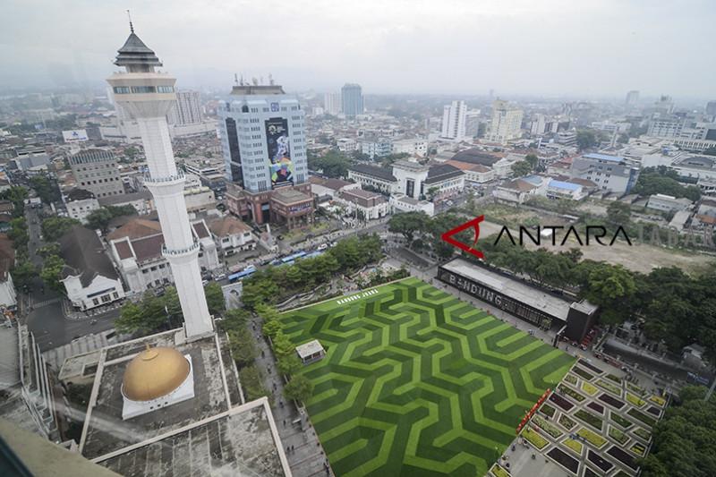 Wajah baru taman Alun-alun Bandung