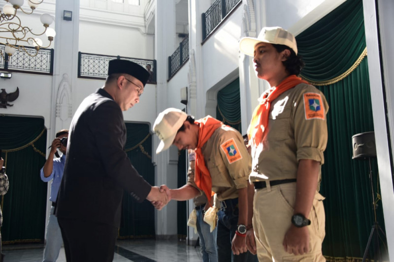 Gubernur Emil lepas Tim Ekspedisi Wanadri ke Puncak Yamin Papua