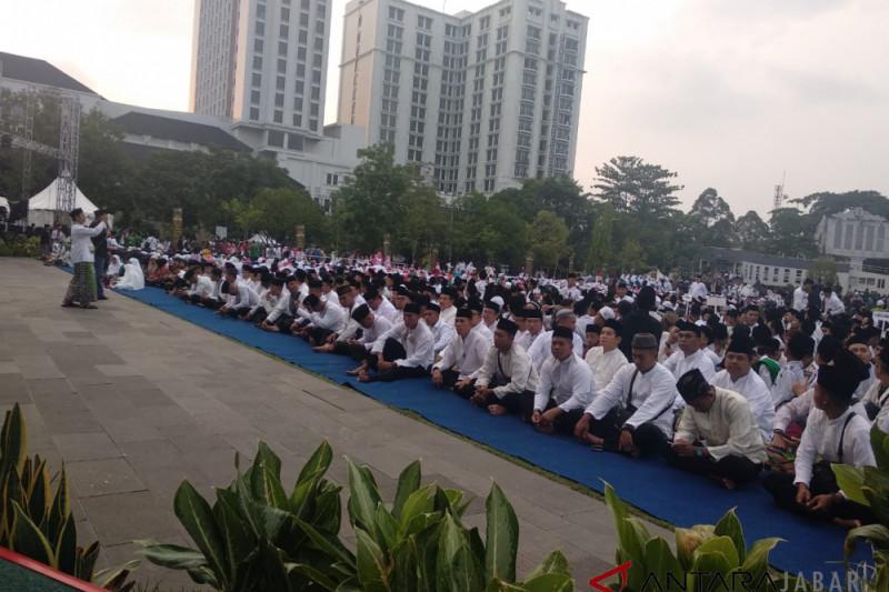 HSN 2018, ribuan santri mulai padati Lapangan Gasibu Bandung