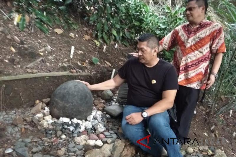 Donny Kusuma kunjungi situs Batu Endog Garut, ada apa?