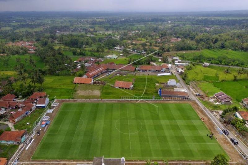 Artikel - Semangat Desa Cisayong bangun lapangan berstandar FIFA