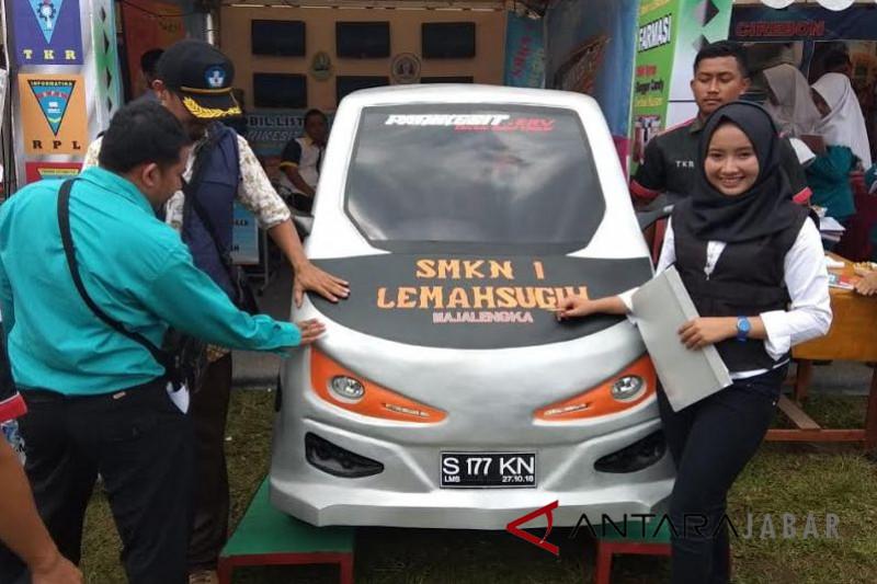 Mobil listrik SMKN Majalengka ditampilkan di pameran Garut
