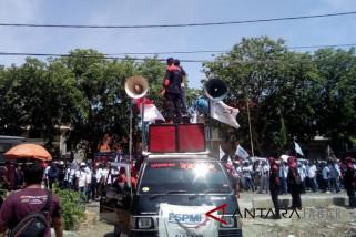 Upah naik Rp150 ribu buruh Cirebon demo