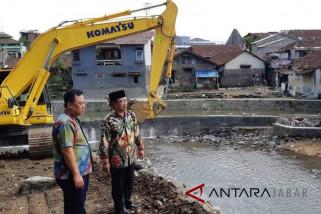 Sungai Cianjur dikeruk antisipasi banjir