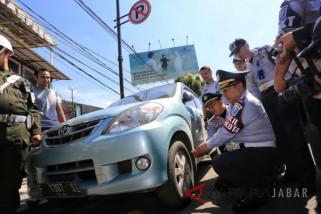 Kota Bandung mulai berlakukan sanksi cabut pentil kendaraan