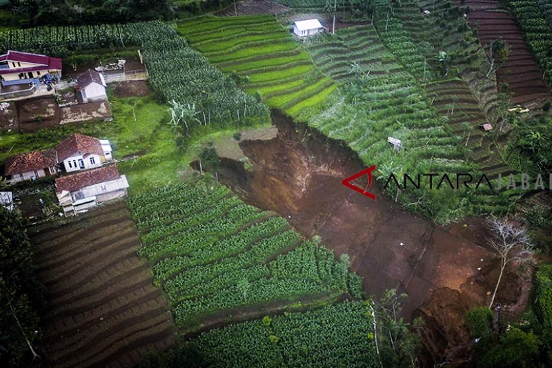 Waspadai longsor di perbukitan dan pegunungan Kabupaten Bandung