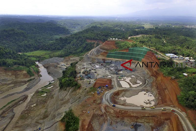 Pembangunan bendungan Leuwikeris