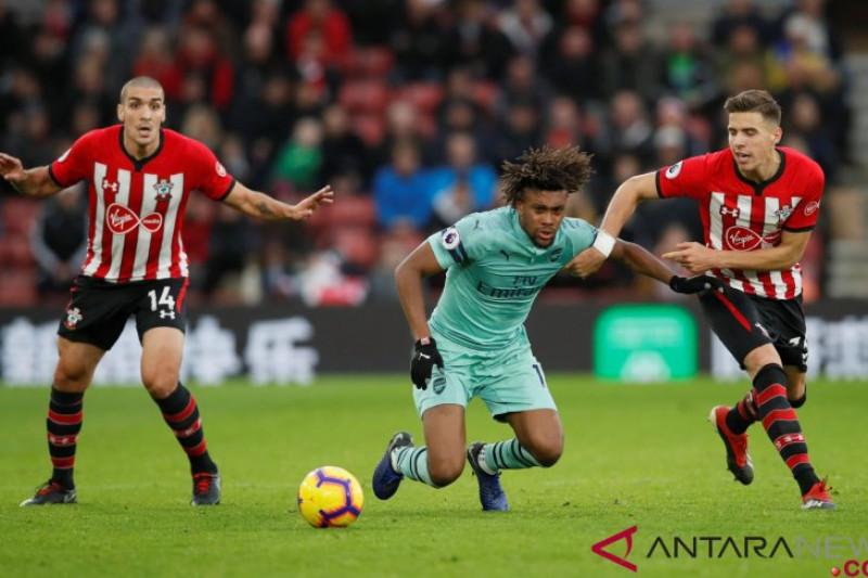 Arsenal kalah dari Southampton, Ballerin cedera