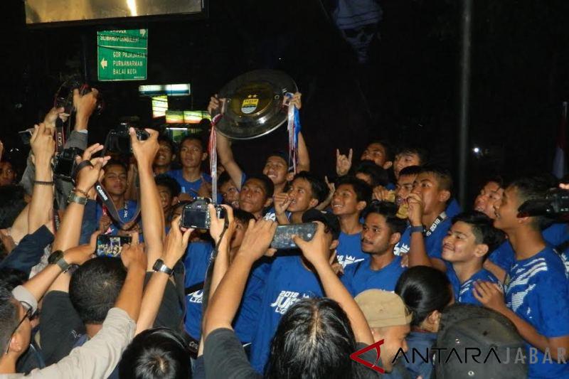 Persib Bandung U-16 juara Liga PSSI, disambut ribuan Bobotoh
