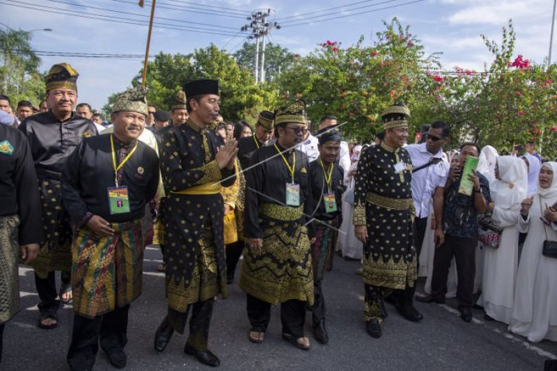 Jokowi  terima gelar Datuk Seri Setia Negara dari Lembaga Adat Melayu