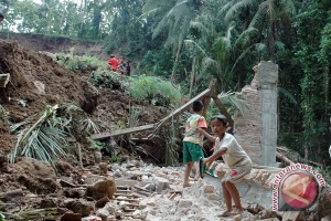 Pemkab Berikan Bantuan Kepada Korban Bencana Alam