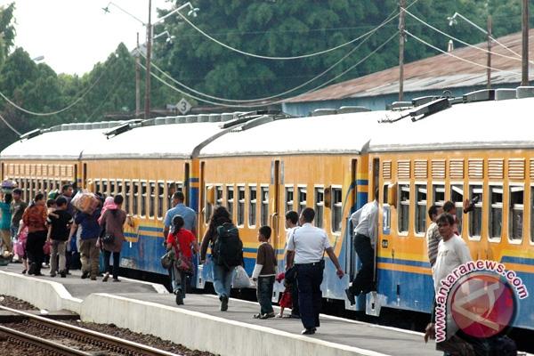 Penumpang kereta api (Foto Antara/Wahyu Putro)