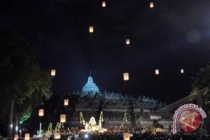 Pelepasan 1.000 Lampion Tutup Rangkaian Perayaan Waisak