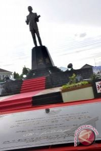 Presiden Resmikan Patung Pahlawan Leimena