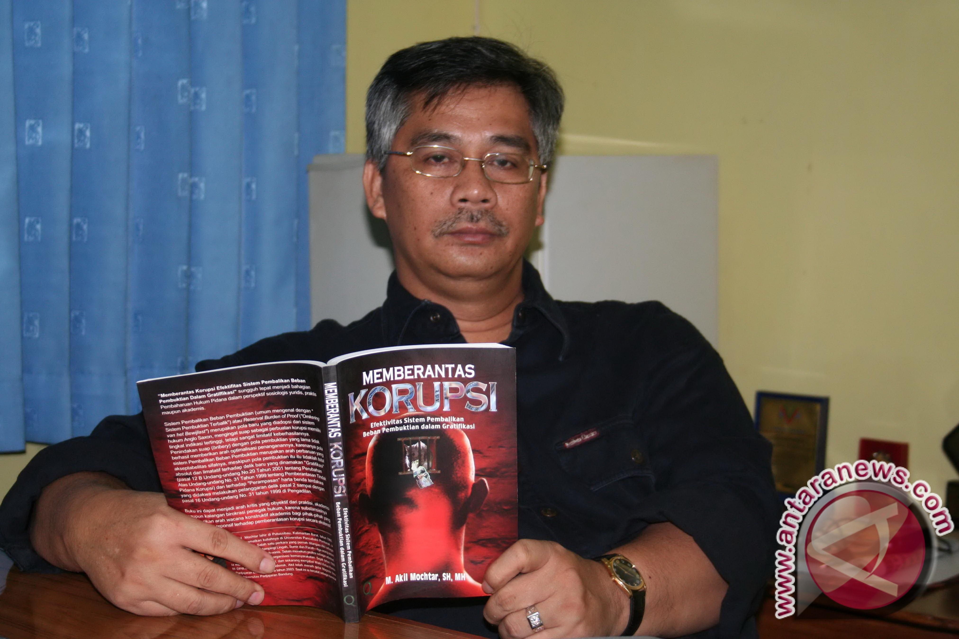 Profil - Lebaran 'Obat Rindu' Bagi Akil Mochtar