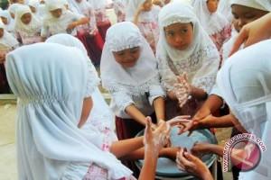 1.000 Siswa Kubu Raya Cuci Tangan Pakai Sabun