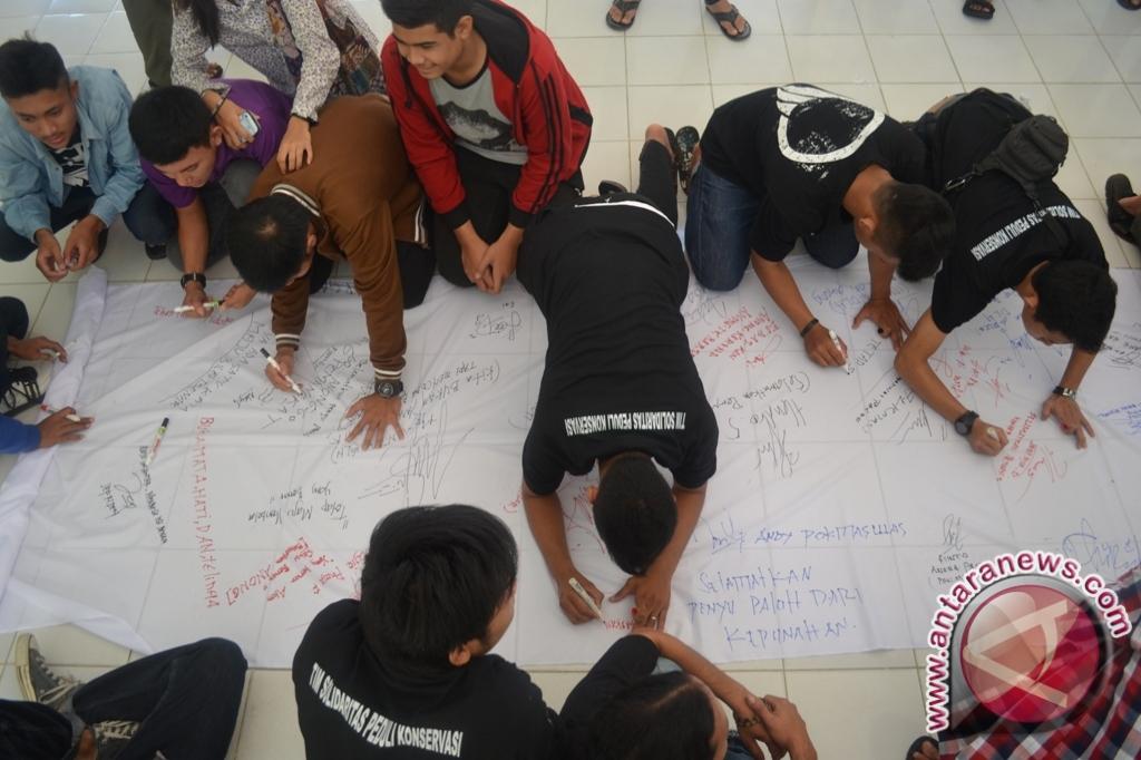 Pendukung Anong Gelar Aksi Di PN Sambas