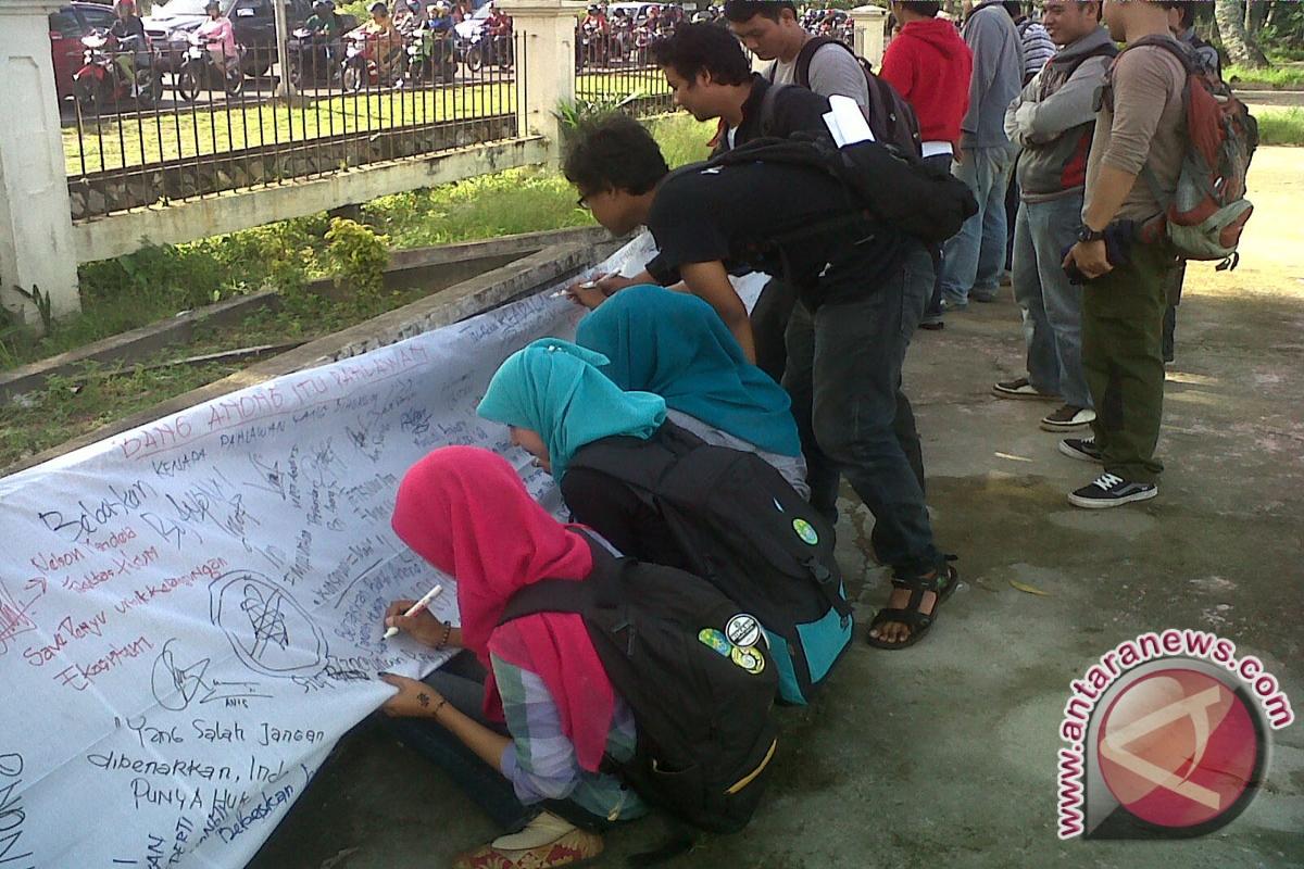 Mahasiswa Untan Tuntut Pembebasan Anong