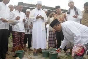 Sekda Singkawang Letakkan Batu Pertama Renovasi Masjid Al Islam