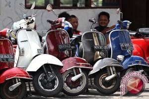 Komunitas Scooter Sarawak Sambangi Kalbar Via Darat