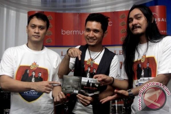 Personil Grup band Andra And The Back Bone Andra Ramadhan (kiri), Dedy ...