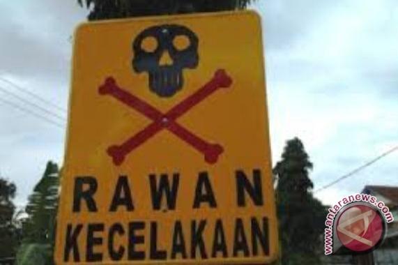 Rambu peringatan daerah rawan kecelakaan yang dibuat warga. (ist.)