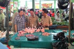 Polres - Pemkab Sambas Sidak Pasar Di Tiga Kecamatan