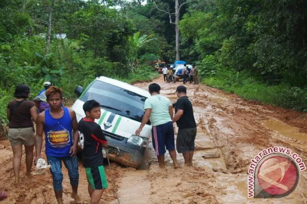 Ruas Jalan Ketapang - Teluk Batang Perlu Diwaspadai ...