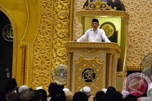Wali Kota Tarawih Perdana di Masjid Raya Mujahidin