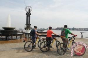 Turis Malaysia-Brunei Nikmati Perjalanan Gunakan KM Bandong